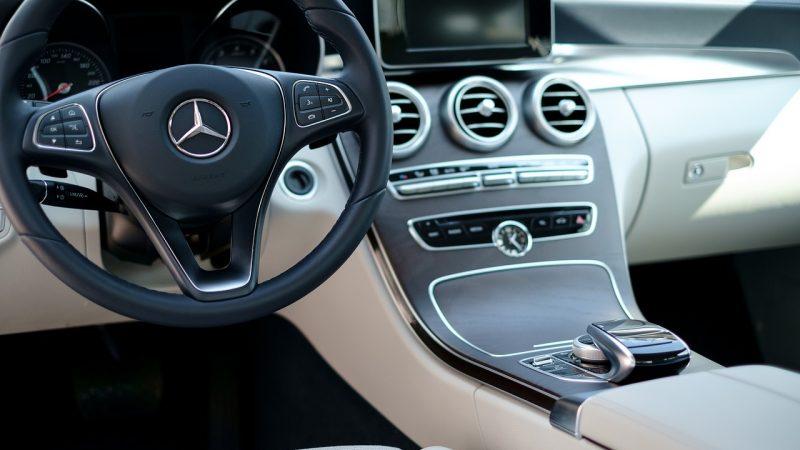 Jakie cechy posiadać musi auto na abonament?