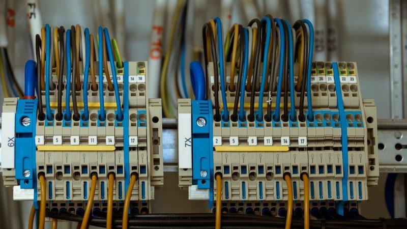 Automatyka przemysłowa firmy i jej komponenty